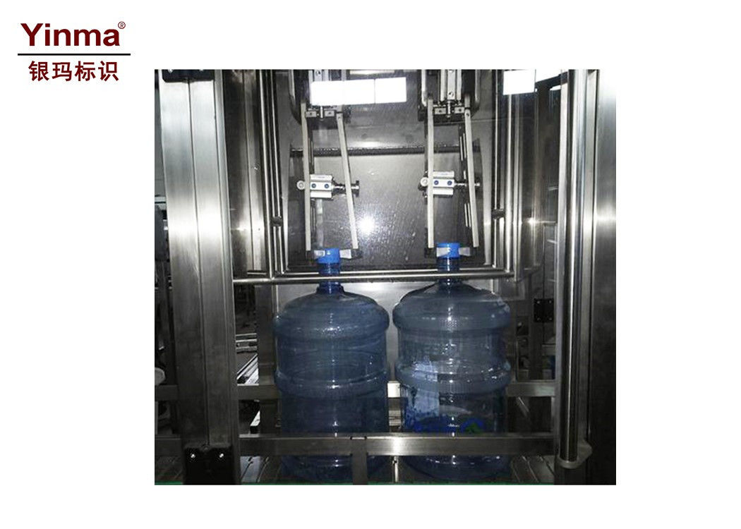 High Accuracy Automatic Perfume Filling Machine With Glass / Plastic Packaging Material